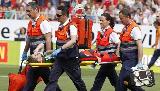 Iker Muniáin, en el momento de su lesión