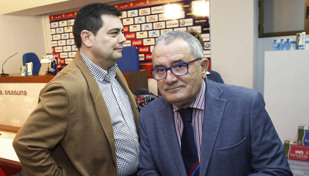 El directivo, Pedro Baile, junto al presidente de Osasuna, Luis Sabalza.