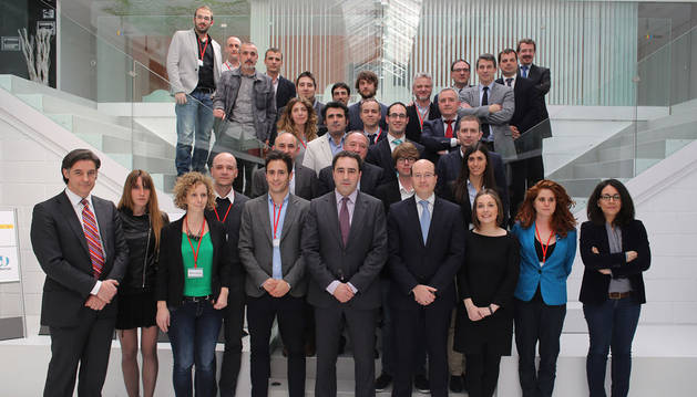 Ganadores, empresas apadrinadoras y representantes del Gobierno de Navarra y de CEIN.