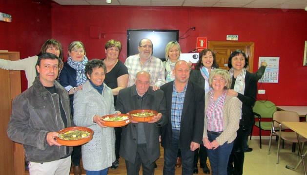 Los ganadores, junto con el jurado y la organización del certamen gastronómico.