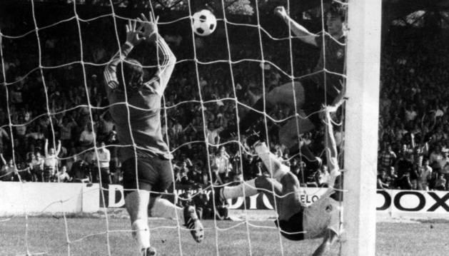 Echeverría, contra el Burgos en 1976.