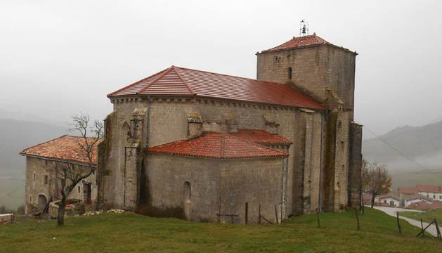 Imagen exterior de la iglesia de San Vicente de Larumbe.