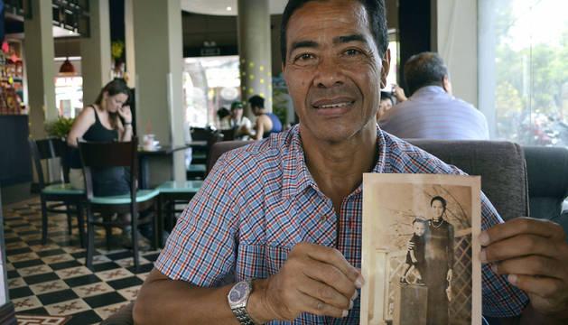 René Fairn, de 66 años, de padre militar francés y madre vietnamita.