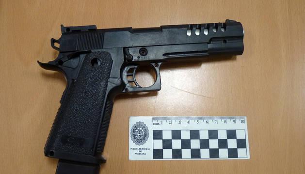 Una de las pistolas simuladas.
