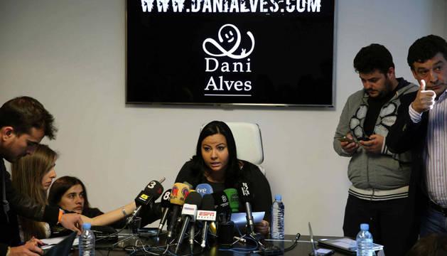 La representante de Alves, en rueda de prensa