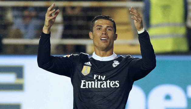 Cristiano Ronaldo protesta ante el Rayo.
