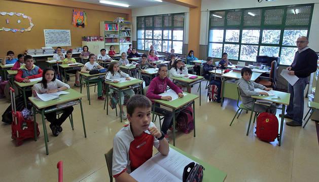 La clase de 4ºB de Primaria del Colegio San Juan de la Cadena de Pamplona realiza la prueba diagnóstica en 2014.