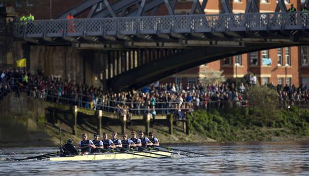 Oxford vence a Cambridge por partida doble en el Támesis