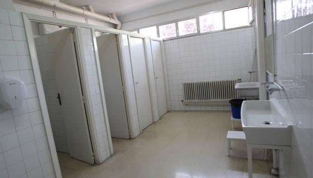 Una imagen de baños del colegio público Griseras tomada en junio de 2014.