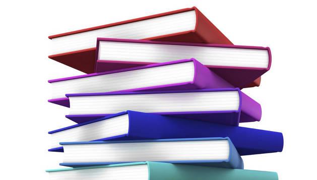 Una pila de libros.