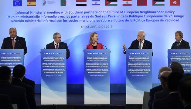 La UE y ministros de países del Mediterráneo se reúnen en Barcelona.