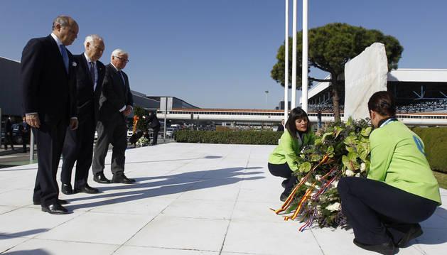Fabius, Garcia-Margallo y Steinmeier homenajean a las víctimas.