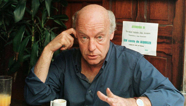 Eduardo Galeano, en el café El Brasilero.