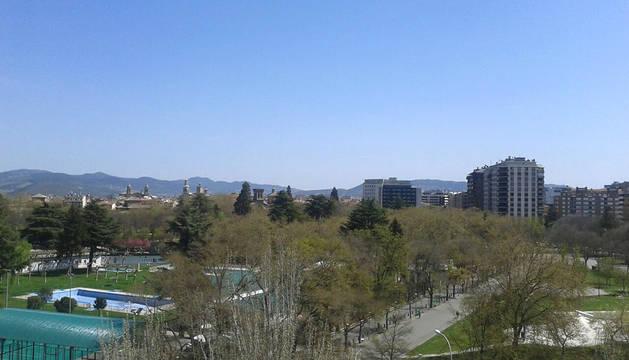 Cielos despejados, este mediodía, en Pamplona.