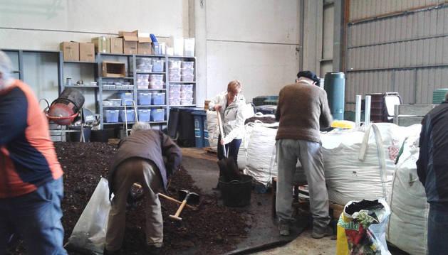Una sesión de reparto de compost.