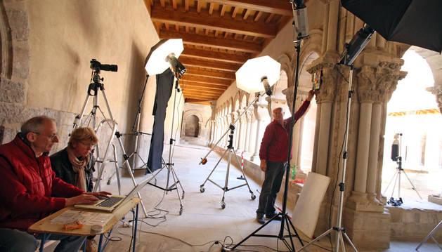 Sigismondi, Gallas y Marinelllo preparan las fotografías.