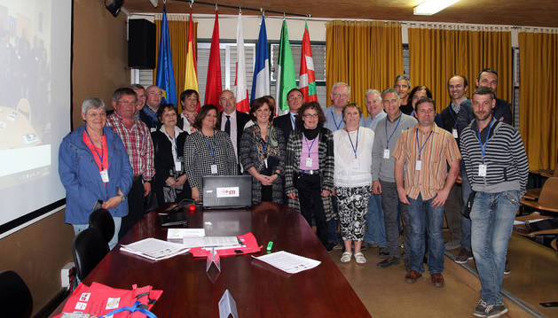 Los asistentes a la presentación del proyecto posaron juntos a la finalización de la misma.