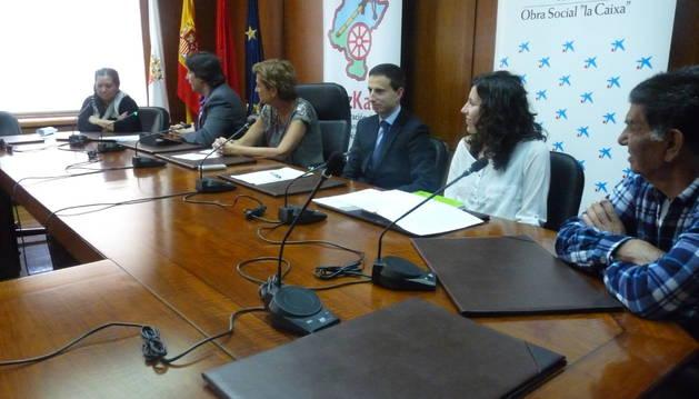 Desde la izquierda, Esmeralda Amador, Ricardo Hernández, Begoña Ganuza, Juan José Moreno, Elena Vélez y Jesús Amador.