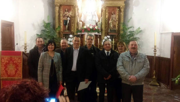 Andrés Agorreta, alcalde de Fontellas; Mari Asun Adot; Ángel Gorrindo; Francisco Grajera; Manuel Jesús Francés; y los donantes Manolo Álava, Ana Huguet y José Luis Sanz.