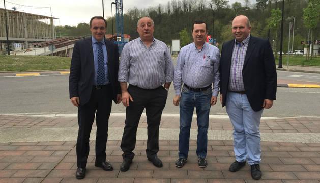 El consejero de Administración Local, José Javier Esparza; el alcalde de Urdax, Santiago Villares; el teniente de alcalde, Juan Ignacio Arzoz; y el director general de Administración Local, Francisco Pérez.