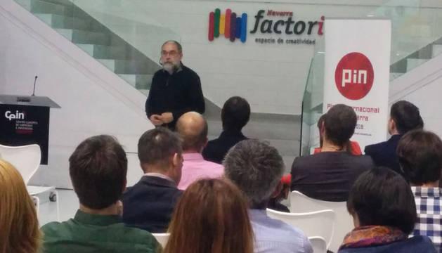 Un momento de la charla de Alfons Cornella