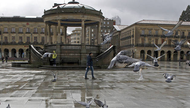 Lluvia en la plaza del Castillo.