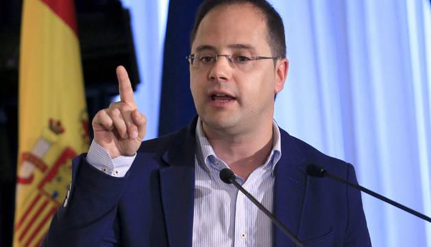 César Luena.