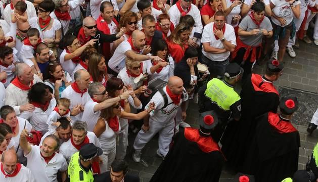 Un momento de los incidentes registrados en la calle Curia.