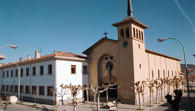 El colegio de las salesianas y la iglesia de San José en la Chantrea.