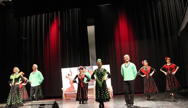 Una actuación de la Revista Mallenera recauda 300 € para fines solidarios