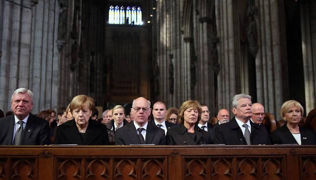 Autoridades durante el funeral en la catedral de Colonia.