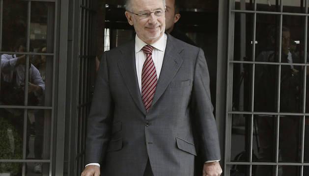 Rodrigo Rato, en la puerta de su domicilio.