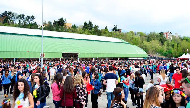 Miles de jóvenes acudieron el viernes a la Carpa.