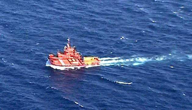 El pesquero albergaba en su interior 1.409 toneladas de fuel.