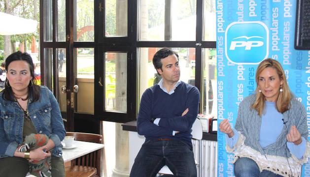 Los candidatos del PPN a Pamplona y al Parlamento de Navarra, acompañados de Cristina Sanz.