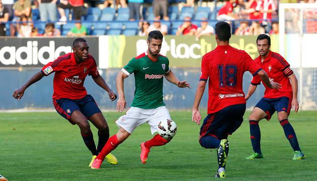 Kike Sola, durante un amistoso disputado en El Sadar.