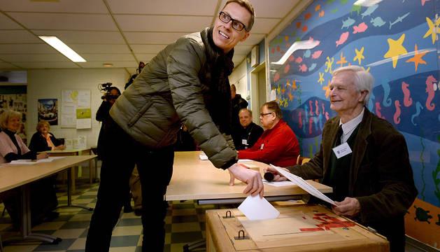 Abren los colegios electorales en Finlandia para renovar el Parlamento