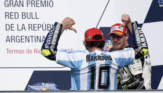 Rossi celebra su victoria en Argentina.