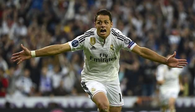 Chicharito celebra su gol
