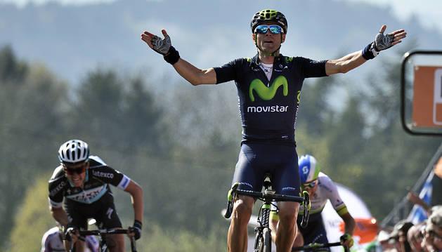 Valverde entra vencedor en el Muro de Huy.