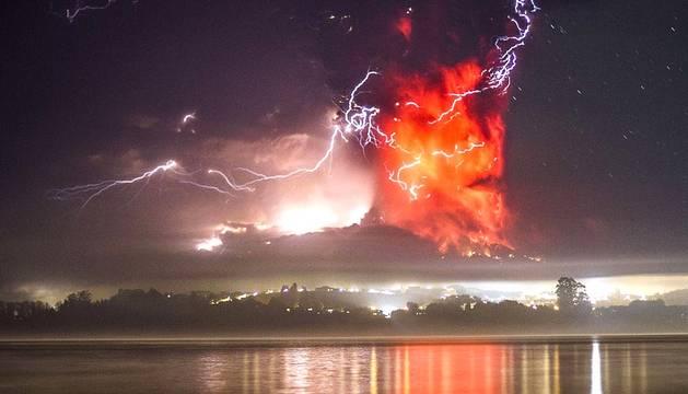 El volcán Calbuco entra en erupción después de 43 años