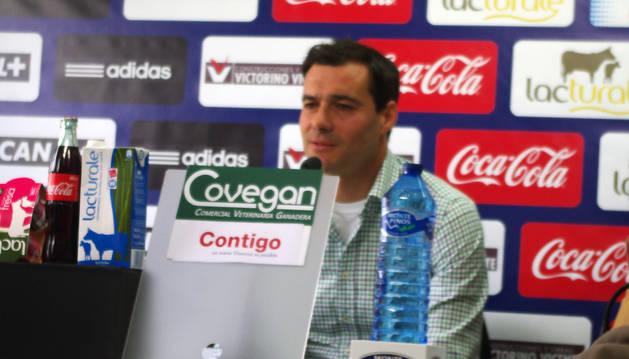 César Cruchaga, en rueda de prensa en Tajonar.