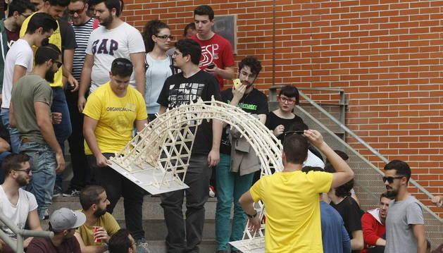 Uno de los puentes presentados al concurso.
