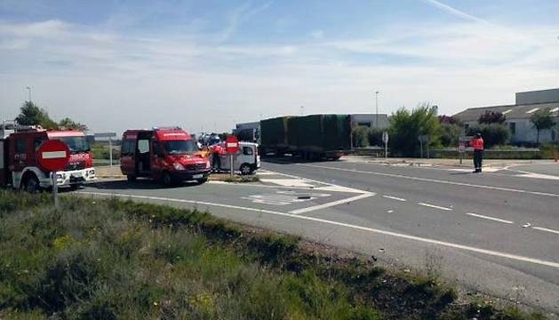 Un herido muy grave en Cintruénigo al colisionar un coche y un camión