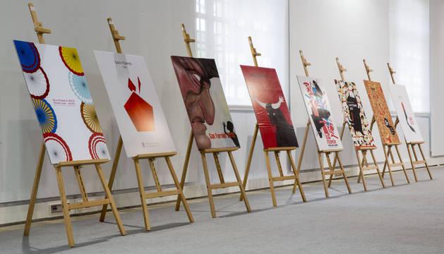 Los carteles finalistas de San Fermín 2015, expuestos durante la presentación