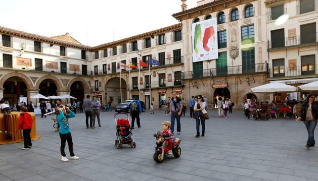 Los tudelanos avalan prohibir jugar al balón en la plaza de los Fueros