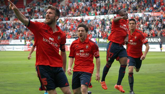 Oier, Sisi, Cedrick y Merino celebran el primer gol.