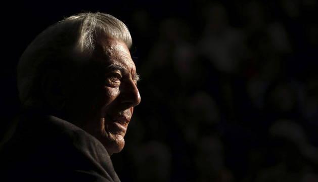El escritor peruano Mario Vargas Llosa participa en el Foro Internacional del Español 2015.