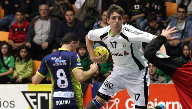 Imágenes del partido de la Liga Asobal disputado este domingo en Pamplona.