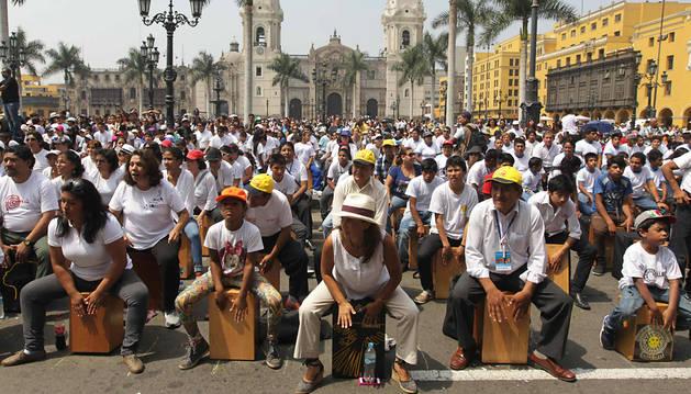 Los cajones peruanos marcan el ritmo de las calles de Lima